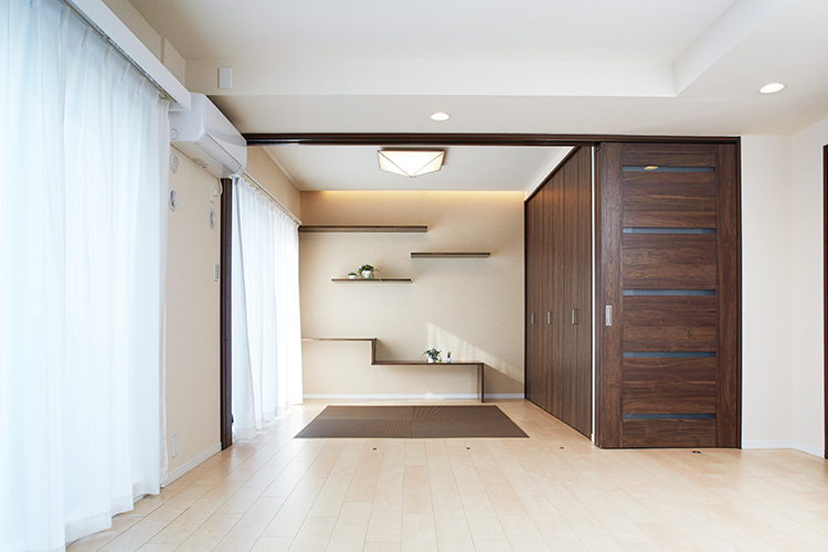 リビングとゆるやかにつながる和洋室のある住まい。